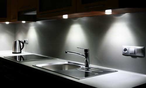 Using professional contractors for your home kitchen remodel today
